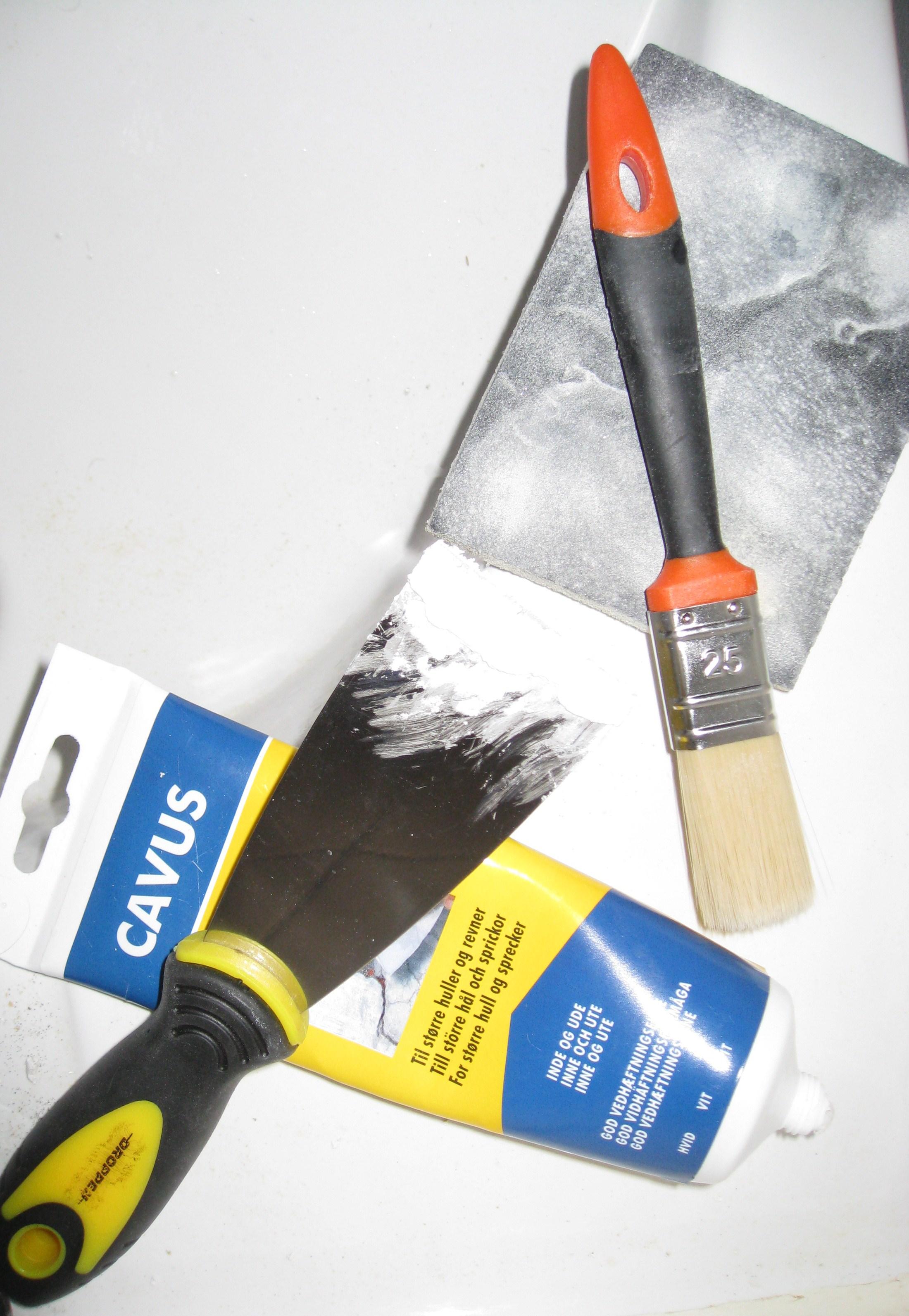Filler, spartel, sandpapir, pensel